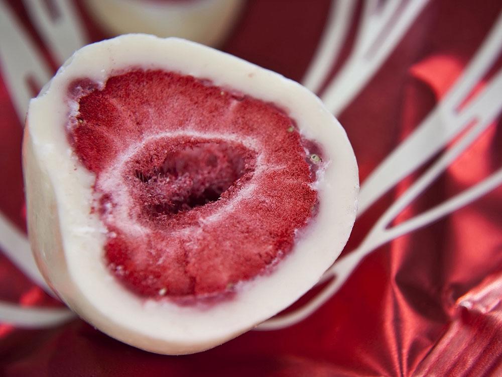 Шоколадные диски Карибе белые_глазированные ягоды