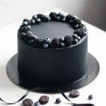 Стильный торт на черной подложке