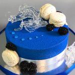 Стильный торт на серебристой подложке_1