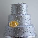 Стильный торт на серебристой подложке_2