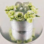 Стильный торт на серебристой подложке_4