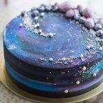 Стильный торт на золотой подложке_1