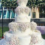 Свадебный торт на белой подложке