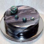 Торт на серебряной подложке