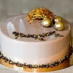 Торт на золотой подложке