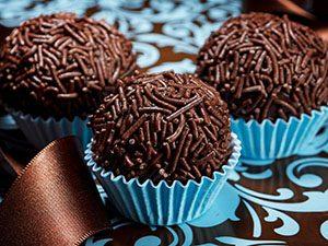Посыпка шоколадная из кондитерской глазури Вермишель темная_новость