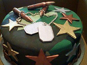 Торт из мастики в камуфляже со звездами_новость