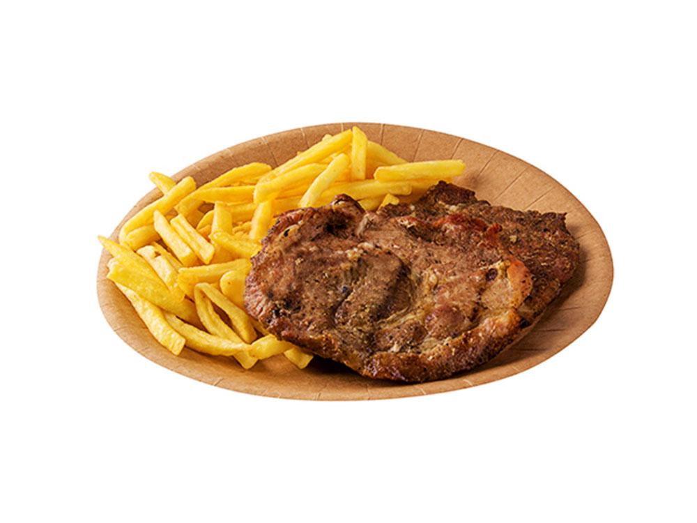 Картофель фри на картонной одноразовой тарелке
