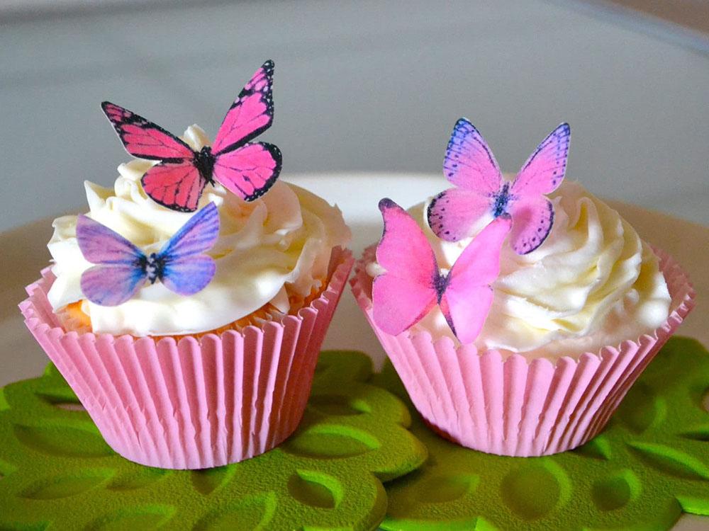 Кексы с вафельными украшениями Бабочки